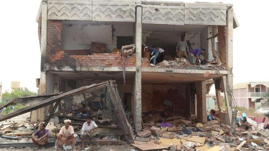 Yémen: Des frappes menées par la coalition s'apparentent à un crime de guerre