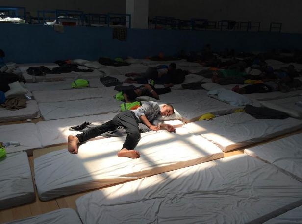 Italy: Children Stuck in Unsafe Migrant Hotspot