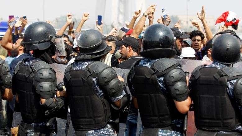 على خلفية تغطيتهم الاحتجاجات الشعبية ضد الفساد.. الأورومتوسطي: صحفيّو ومدوّنو العراق في مرمى الاستهداف والتضييق