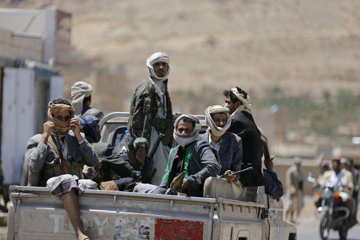 Houthis Detain Dozens of Civilians from Aden in Sana'a