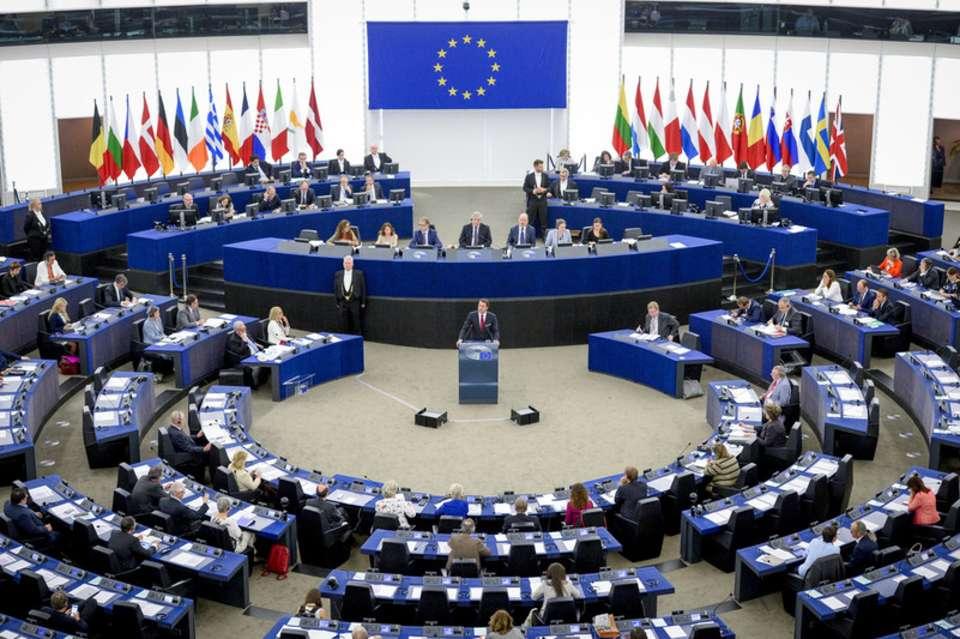 استنادًا إلى تقرير للأورومتوسطي.. نائبة أوروبية تستجوب المفوضية الأوروبية حول صفقة طائرات مسيرة مع إسرائيل