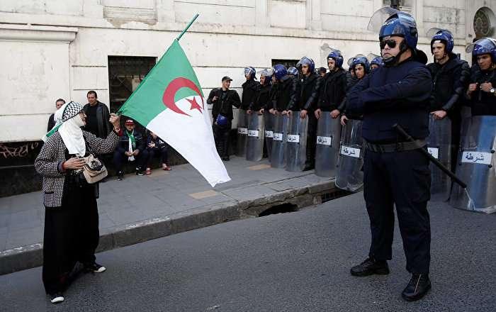 Algeria: Exploiting COVID-19 to undermine Hirak movement undermines reform