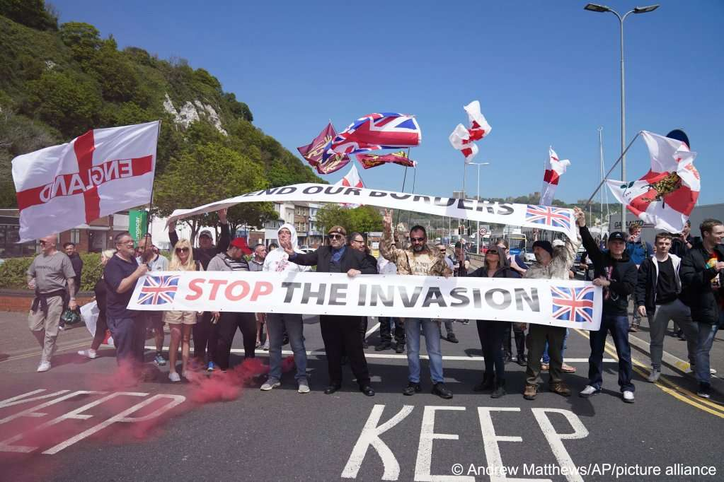 La rhétorique anti-immigrés du gouvernement britannique alimente les attaques racistes contre les demandeurs d'asile