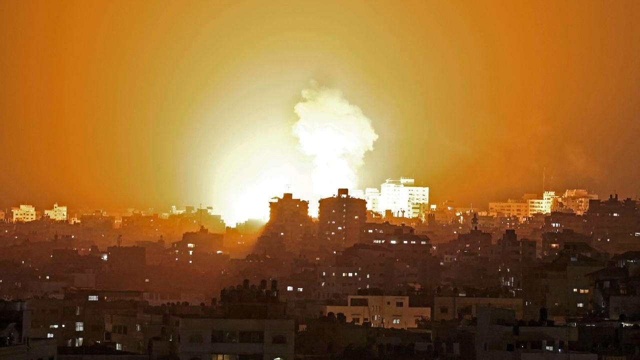 قطاع غزة: تسوية مناطق سكنية بالأرض في أعنف موجة قصف ينذر بنوايا إسرائيلية خطيرة