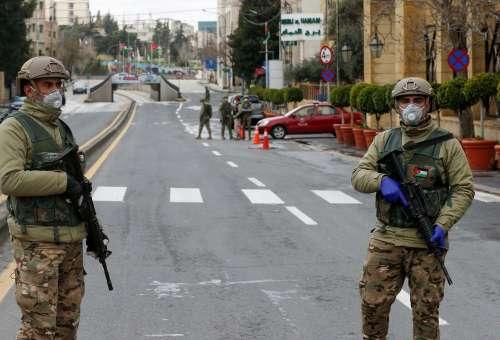 Jordanie: le maintien de la loi de défense malgré l'amélioration de la situation épidémiologique ne peut être justifié