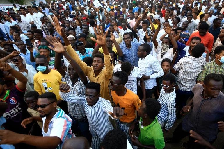 السودان.. انقلاب عسكري ينسف المسار الديمقراطي ويهدد بعودة الحكم الشمولي