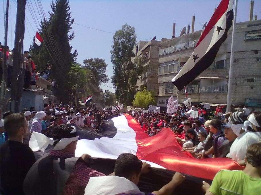 الأمن السوري حاصر المصلين لمنعهم من التظاهر....... 38 قتيلا بسوريا ومراقب يرى قناصة