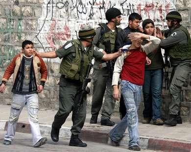كشف جملة انتهاكات ضد قاصرين فلسطينيين على يد المحققين الإسرائيليين
