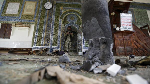L'EI revendique un attentat meurtrier dans une mosquée de Sanaa, au moins 25 morts