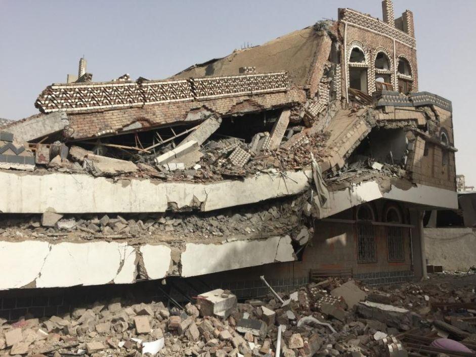 اليمن: غارات غير مشروعة لقوات التحالف تستهدف بشكل غير قانوني مصانع ومستودعات ومنشآت اقتصادية مدنية